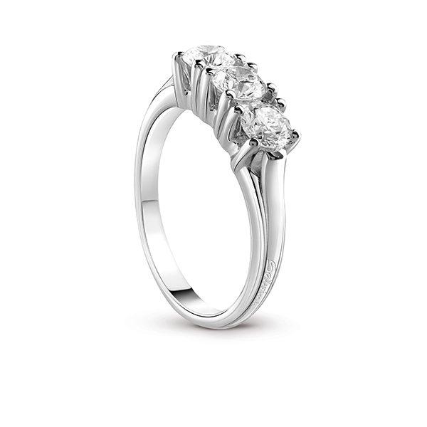 Assolo - Anello in oro bianco e diamanti.
