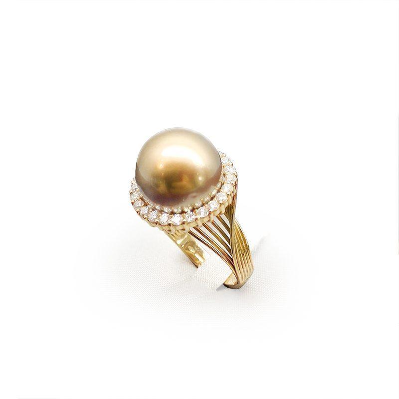 Anello design con perla