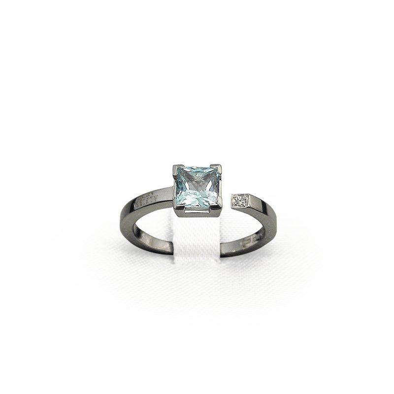 Anello in oro bianco con ametista e diamante